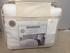 Luxury bedding 3 pc Comforter set for Sale in Sudley Springs, VA