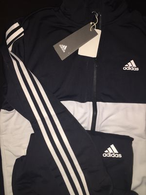 Adidas sports suit... would fit Men Size M and women size L for Sale in Kissimmee, FL