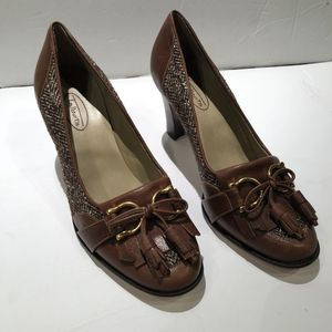 NWT Talbots heeled loafers Sz 6 for Sale in Baltimore, MD