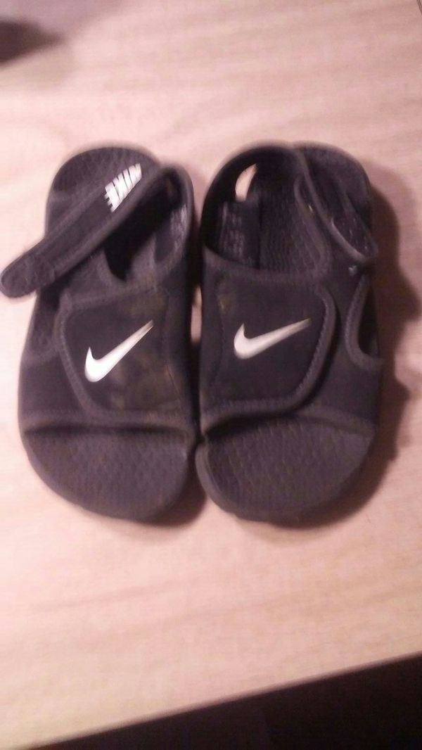 b55ba3cea011eb Boys Nike sandals size 11c for Sale in New London