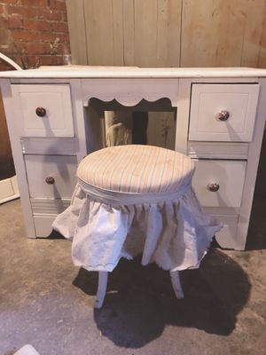 Vintage Dressing Table for Sale in Cleveland, OH