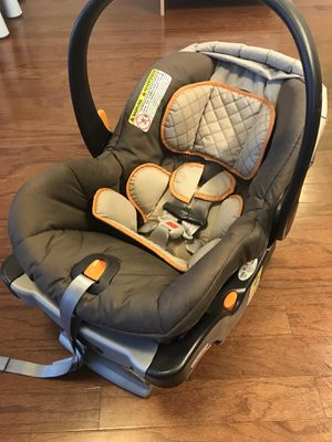 Chicco Keyfit 30 infant car seat + base + footmuff for Sale in Bethesda, MD