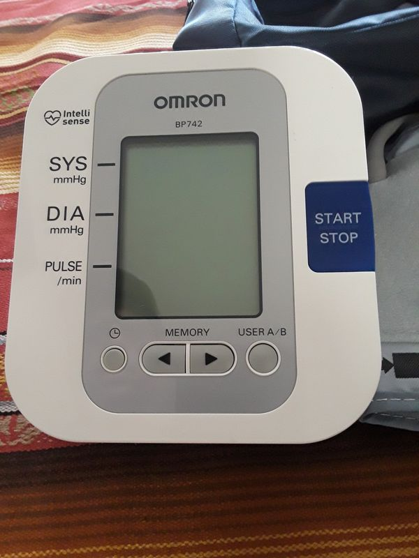 Omron Bp742 Blood Pressure Cuff With Books And Bag For Sale In