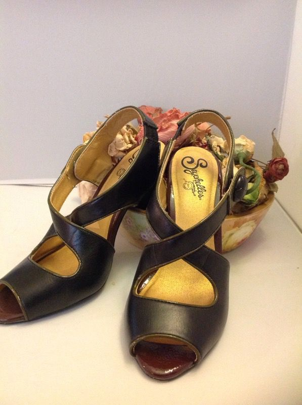 2844d6865e3 Seychelles shoes heels gently worn size7 1 2 for Sale in Upland