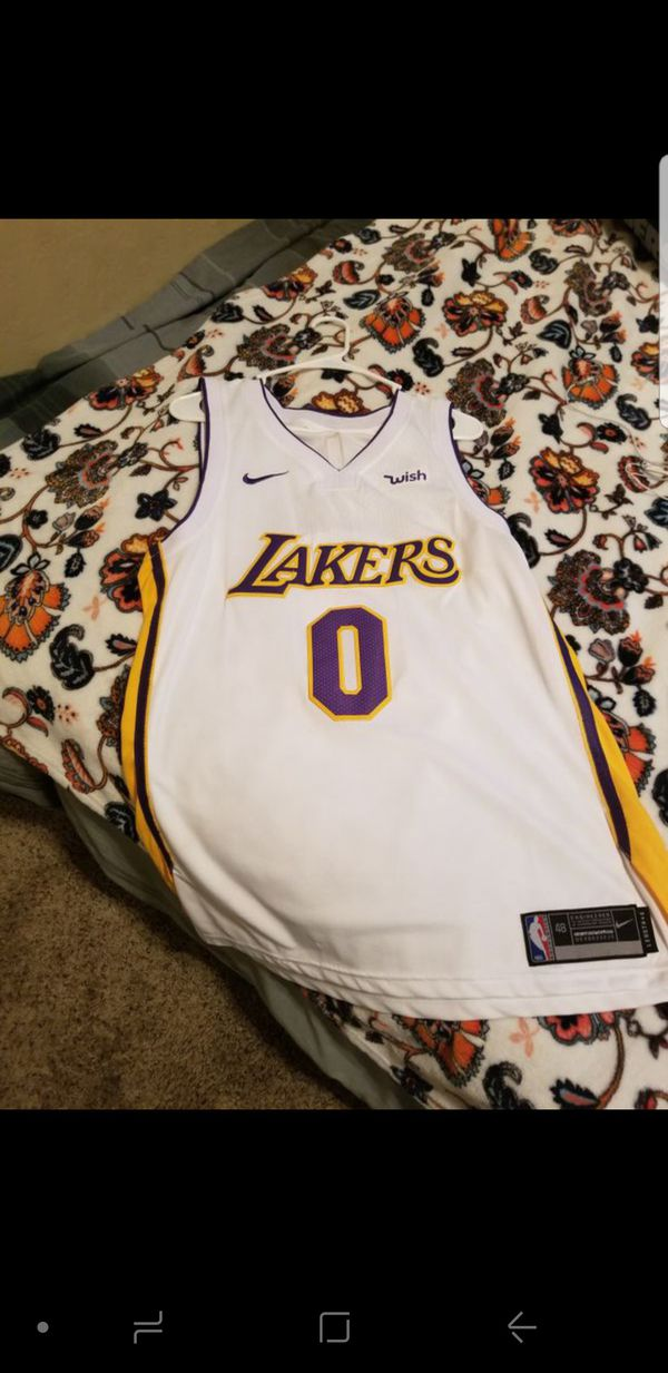 the best attitude a3d7e 9ac32 Nike White Lakers Kyle Kuzma Jersey for Sale in Madera, CA - OfferUp