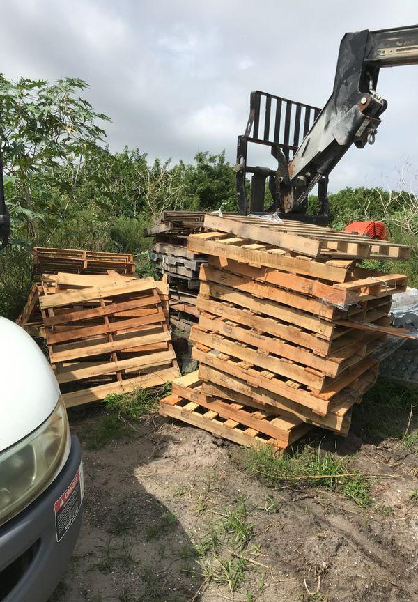Free wood pallets for Sale in Port Charlotte, FL - OfferUp