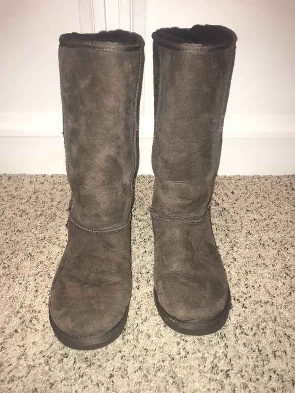 c03d33b40fc Ugg Classic Tall Dark Brown Boots in Women's Size 9 for Sale in Renton, WA  - OfferUp
