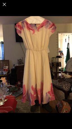 Beautiful dress. Thumbnail