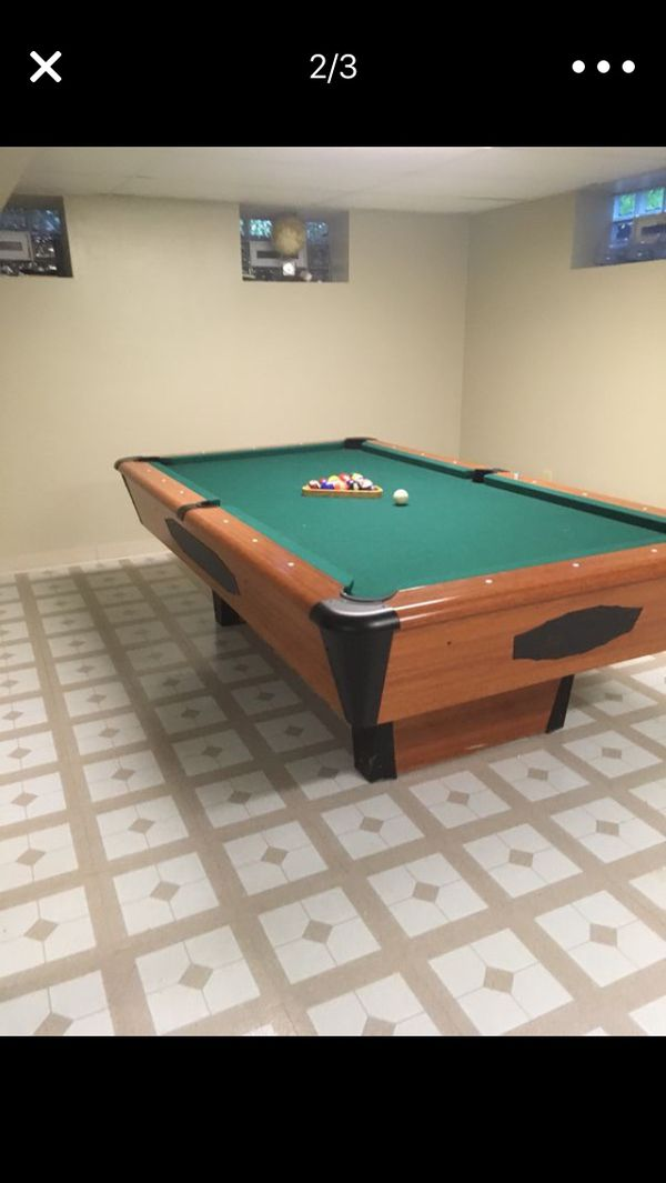 Chicagoan Pool Table With Pool Sticks And Balls For Sale In Olympia - Chicagoan pool table