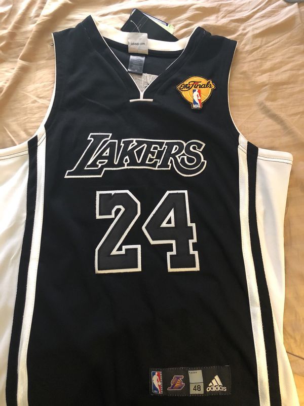 6b2df7f9af3 Adidas Lakers jersey size 48(XL)