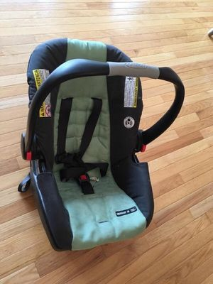 Graco infant car seat with base for Sale in Alexandria, VA