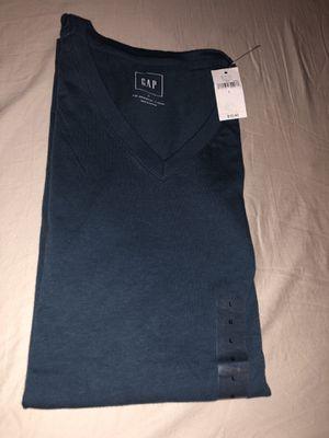 Gap Men's Size Large V-neck shirt for Sale in Washington, DC