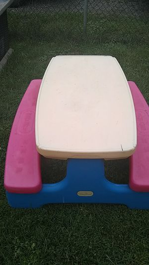 Little tikes picnic table for Sale in Columbus, OH