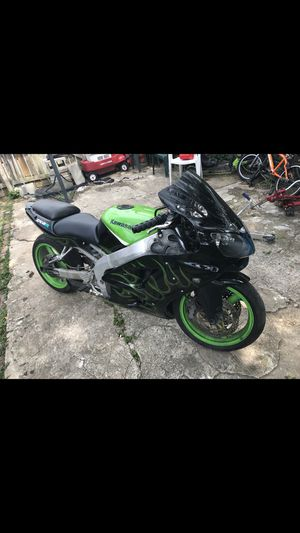 Kawasaki Zx6r for Sale in St. Louis, MO