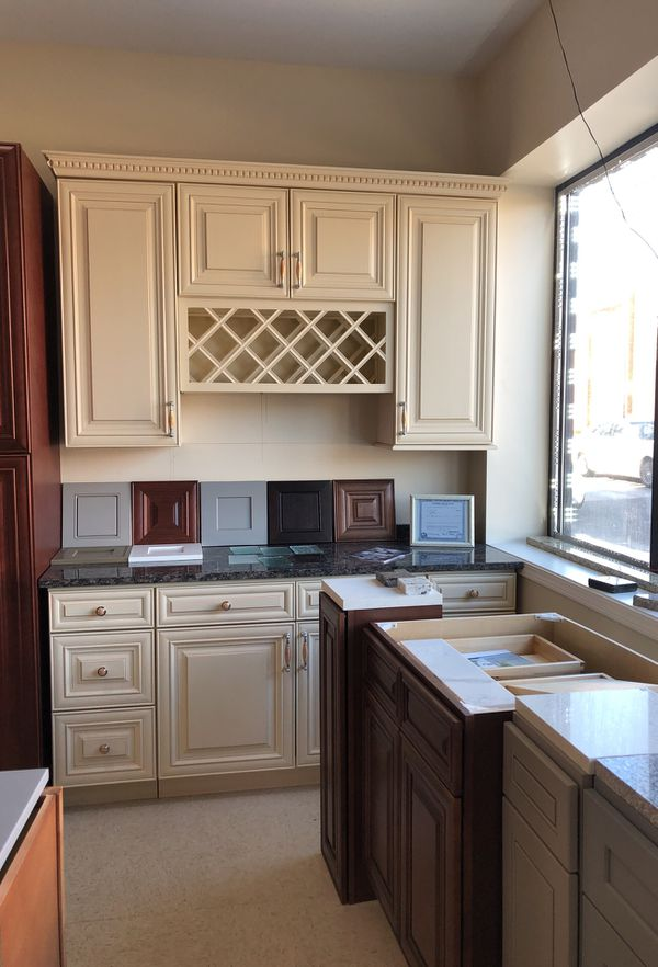 Cabinets for kitchens! for Sale in Chicago, IL - OfferUp