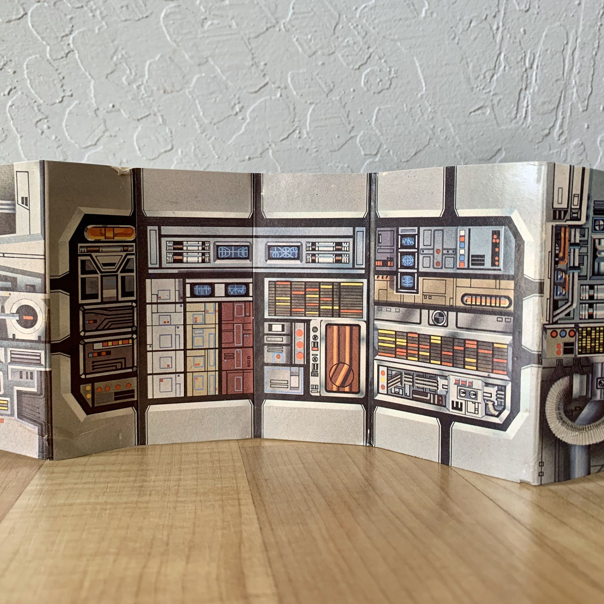Vintage Star Wars Millennium Falcon Cargo Bay Card Board Incert