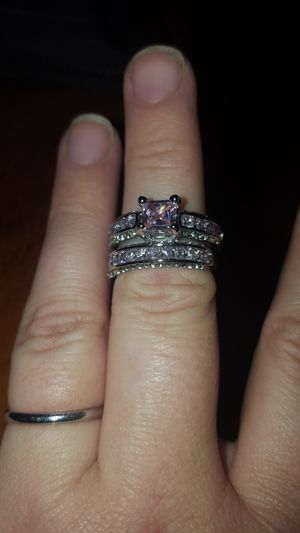 Size 7 pink wedding ring set for Sale in Concord, VA