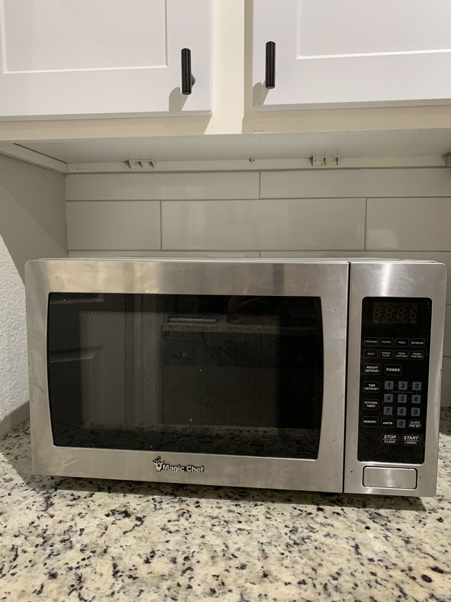 Magic Chef 0.9 Cu.Ft. 900 W Countertop Microwave Oven With Stainless Steel Front