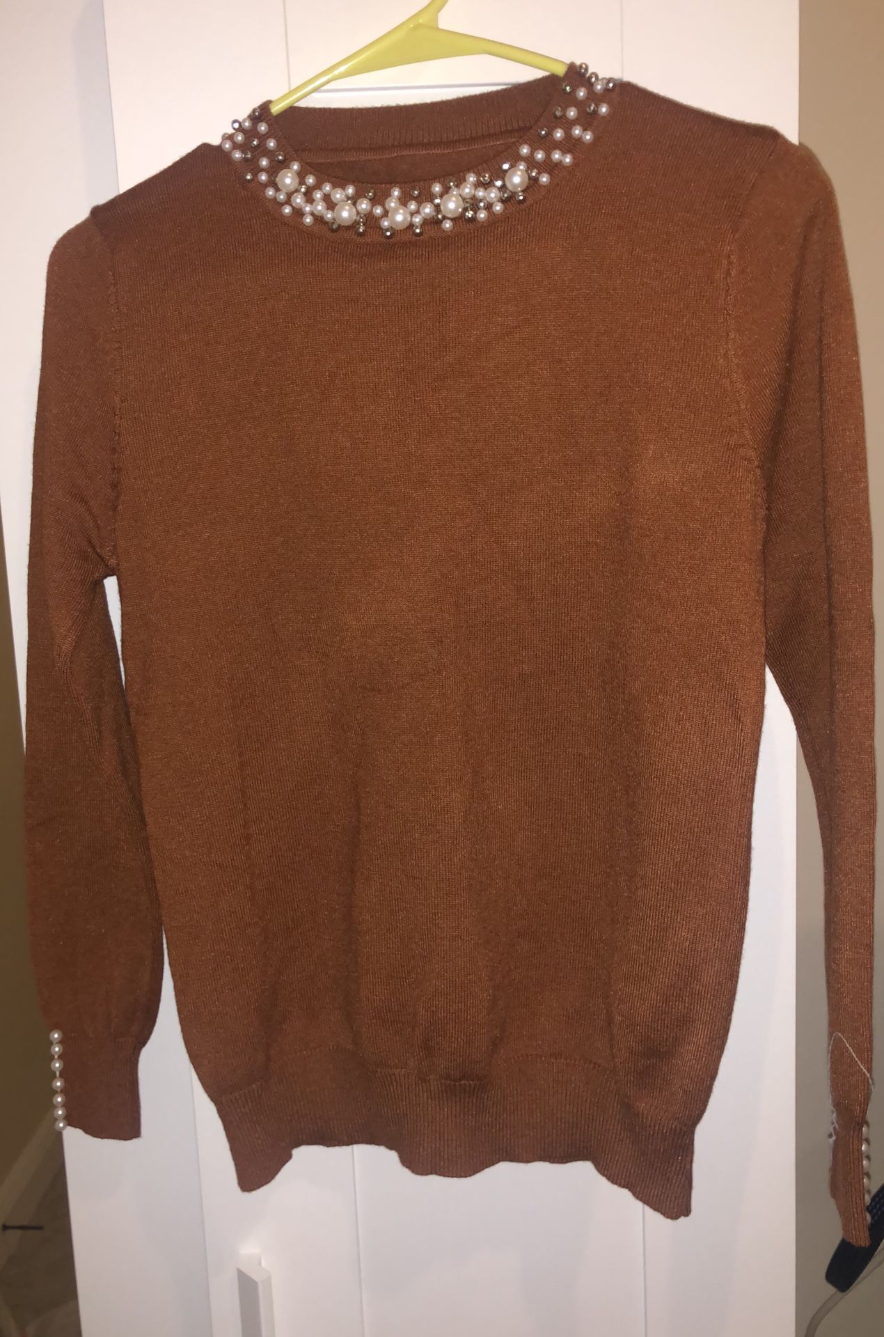 Gorgeous sweater with pearls NEW ! Size S-M