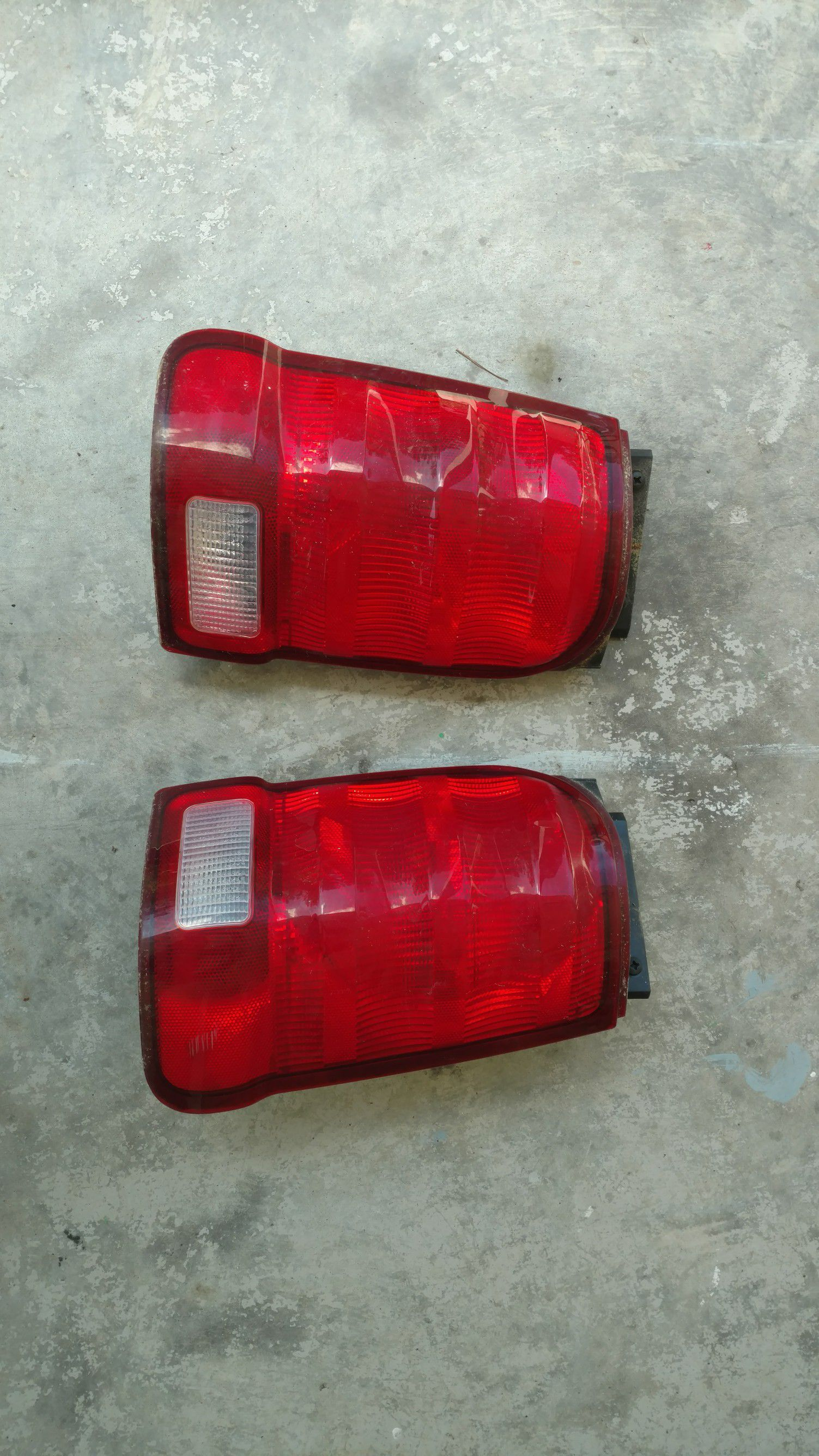 02 Explorer sport tail lights stock complete ready to plug in and use