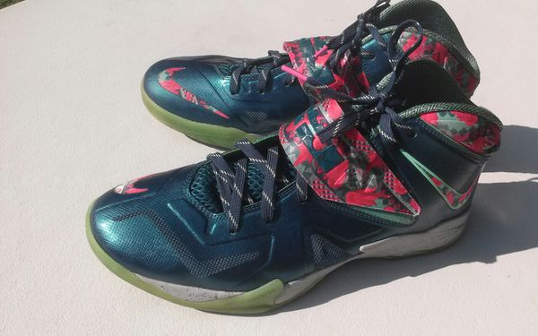 58f6bfd93754 Men s LeBron basketball shoes for Sale in Winston-Salem