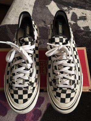 bd33892e142 Checkerboard old skool new era vans size 9 for Sale in Montebello