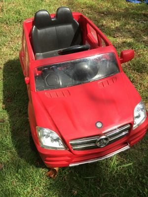 Mercedes Ride - On 12V Battery Powered for Sale in Farmville, VA