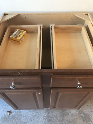 Bottom kitchen cabinet for Sale in Burtonsville, MD