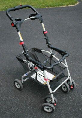 Graco car seat and stroller frame for Sale in Arlington, VA