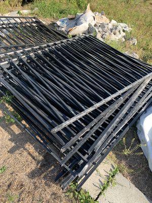 Photo 80-100' 2 rail aluminum fence