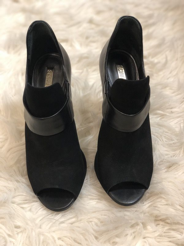 Must wanted Schutz shoes! Size 6. Those shoes are eye catcher!