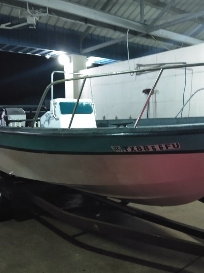 Photo 22 Ft Center Console Boat
