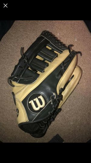 "Wilson a2000 SC-ELo 12"" right handed baseball glove for Sale in Inwood, WV"