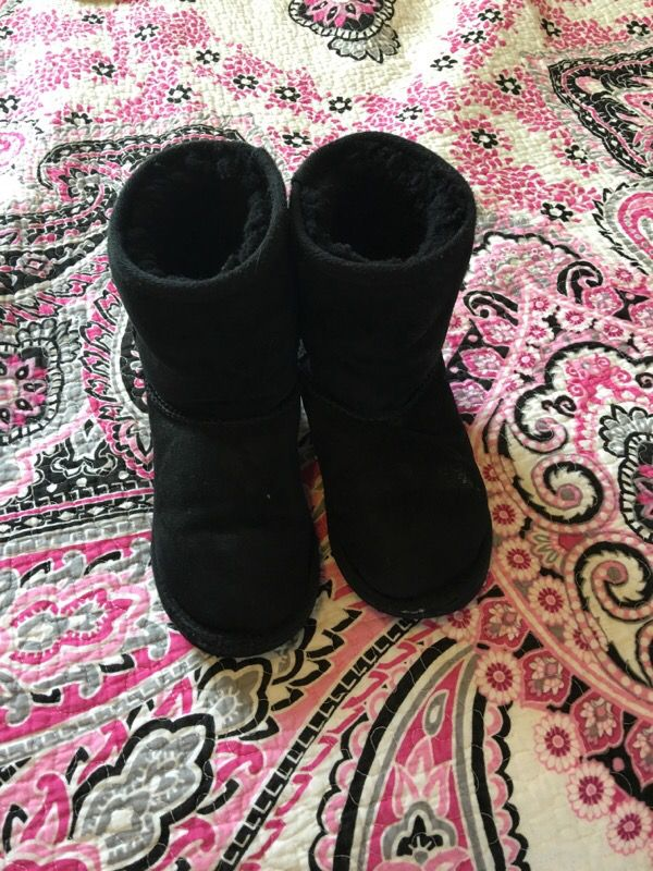 Girls size 13 Kirkland uggs for Sale in Tacoma, WA - OfferUp
