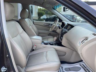 2015 Nissan Pathfinder Thumbnail