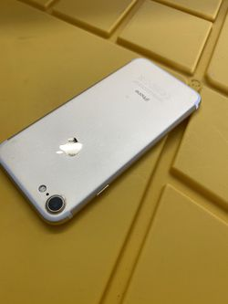 iPhone 7 128 GB silver factory unlocked any carrier Thumbnail