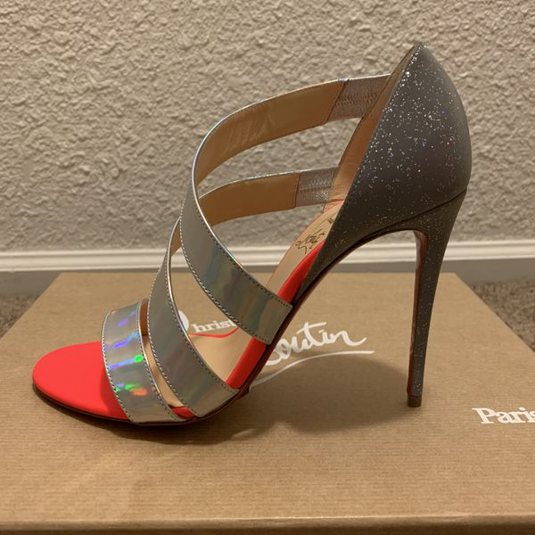 photos officielles b3798 f5c02 Christian Louboutin World Copine 100 Spec Laser SIZE 37 for Sale in  Fairfield, CA - OfferUp