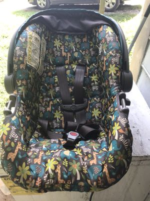 Car seat for Sale in Bedford, VA