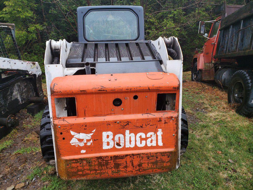 3 Bobcat S220s