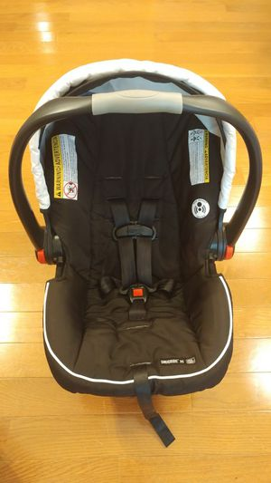 Graco Snugride 35 click connect infant car seat for Sale in Kernersville, NC