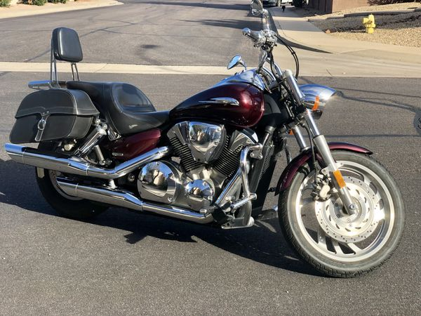 2007 Honda VTX 1300 (Saddle Bags, Helmets and Weather Cover included) for  Sale in Mesa, AZ - OfferUp