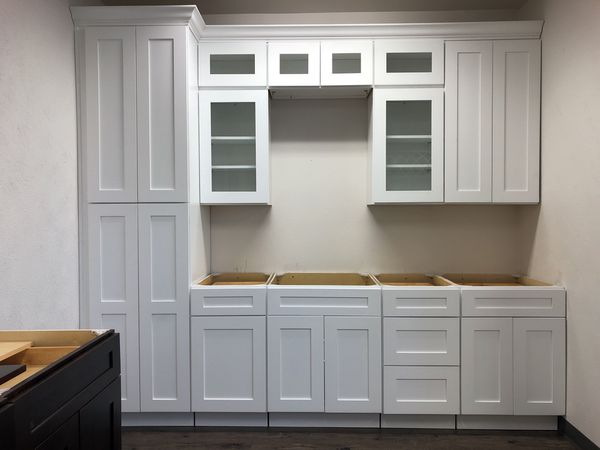 White shaker kitchen cabinets base,wall pantry island clapboards New wood  soft close for Sale in Irving, TX - OfferUp
