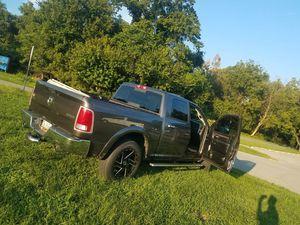 Dodge Ram años 2014 millas 38mil es 4x4 titulo reconstruido for Sale in Chillum, MD