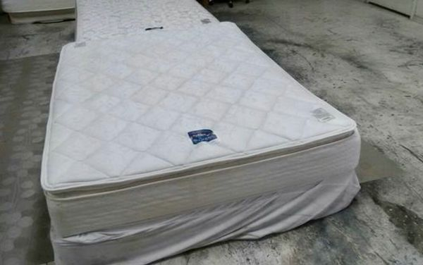 Serta Queen Pillow Top Mattress And Box Spring Used In Great