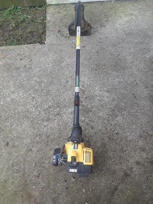 Weed eater with string for Sale in Fort Belvoir, VA