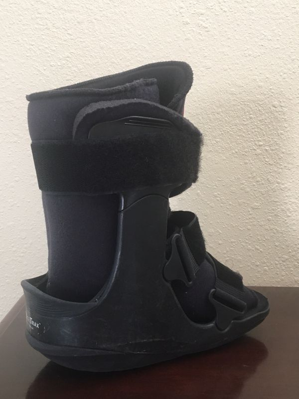 Right Foot Medical Walking Boot / Foot Cast for Sale in Glendale, CA -  OfferUp