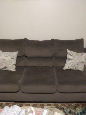 Photo Brown suede sofa and loveseat