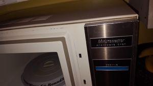 vintage minutemaster microwave oven for Sale in Windsor, ON