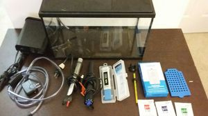 NICE AQUARIUM WITH ALL ACCESSORIES 8 TO 10 GALLONS READY TO GO for Sale in Alexandria, VA