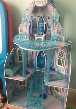 Disney frozen castle for Sale in Fort Belvoir, VA